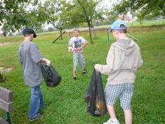 První dny ve škole a úklid hřiště